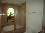 Shower II Casa de Aves
