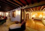 Fainting Casa Quetza